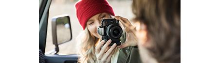 La nouvelle génération d'appareils photo numériques sans miroir offre un rendement de pointe dans un format portatif et léger et qui permet de répondre pratiquement à tous les besoins.
